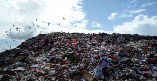 2511-sampah-menggunung-di-TPA-mandung